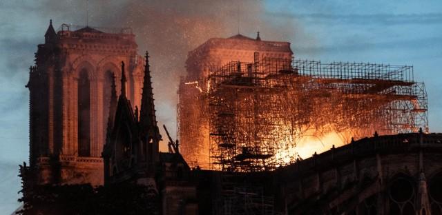 Incendio Iglesi Notre Dame